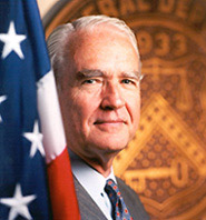 Former FDIC Chairman Donald E. Powell will speak at the undergraduate commencement ceremony on Saturday, Aug. 8 at the United Spirit Arena.