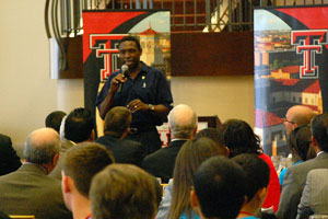 New Jersey Nets Head Coach Avery Johnson talked about his experience on the 1999 Spurs championship team, and the steps he still uses that the students can use to reach their full potential as leaders.