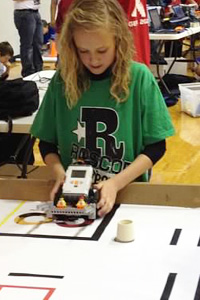 The students used their robots for tasks such as relocating oil drilling rigs, repairing underwater pipelines or delivering solar panels.
