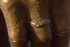 Willie's statue also has his wife's name, Lani, inscribed on his wedding ring.