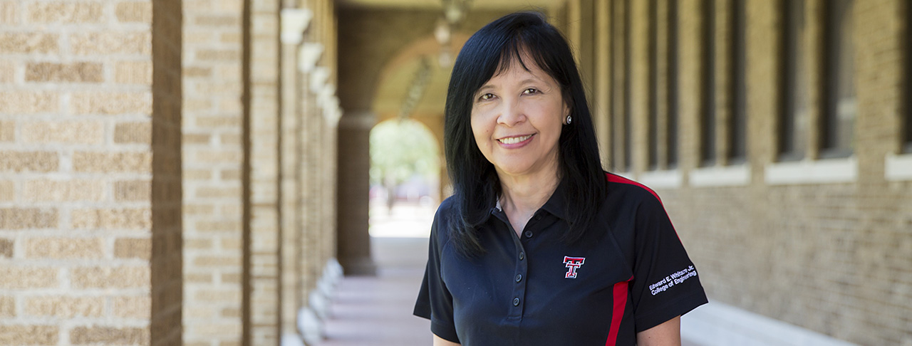 Professor Inspires Women in Engineering