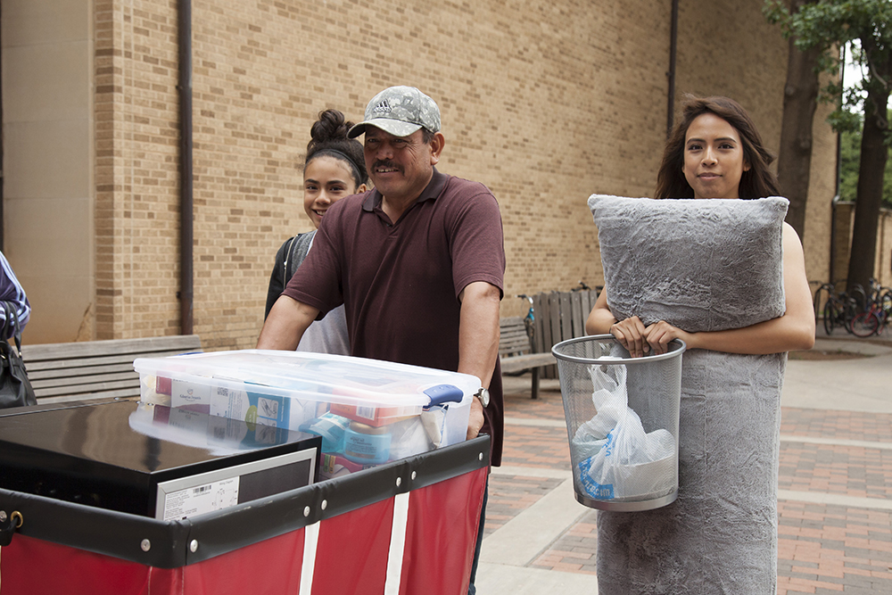 Parent and student moving in to residence hall 2016