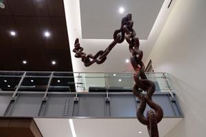 Chain-holt